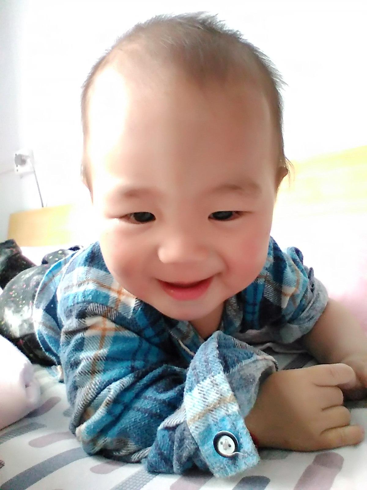 宝宝姓名:李承恩 宝宝年龄:1 宝宝性别:男 宝宝身高(cm):85 宝宝体重