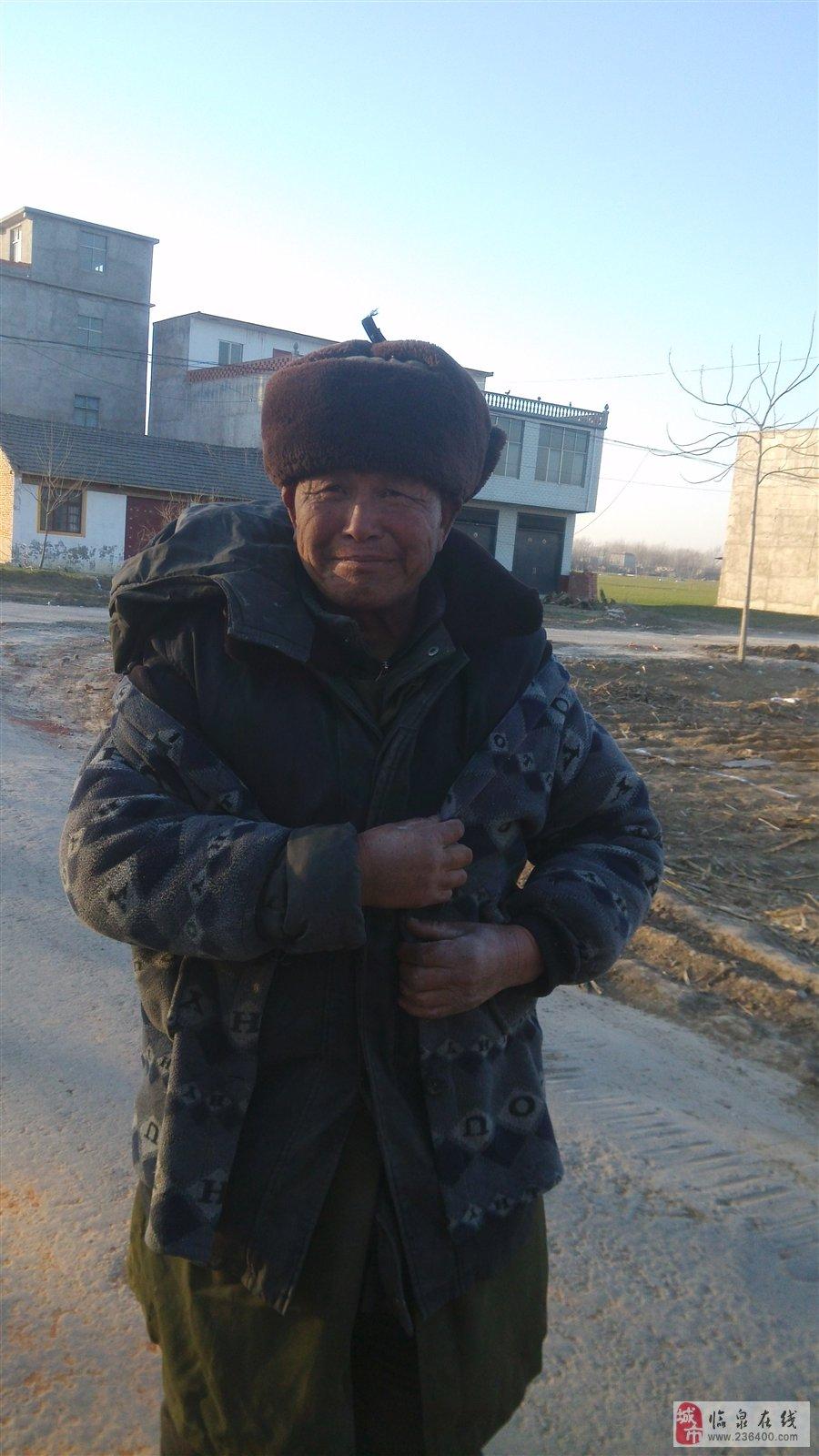 临泉聋哑老人流落村头,转发下让其早点回家过年.