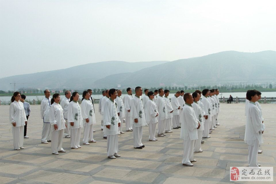 定西市杨式85式太极拳学习班举行结业仪式