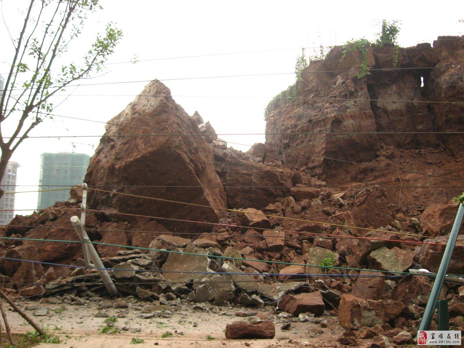 """富顺""""7.9""""安和小区电力铁塔倒塌图片全纪录"""