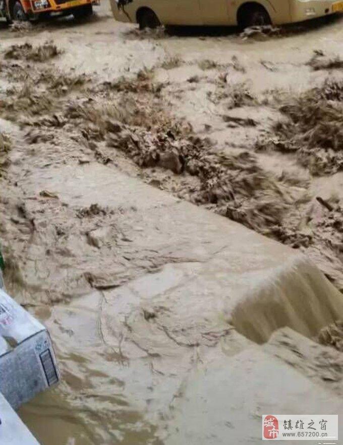 镇雄暴雨,西环路再次被淹,承建方是否应该站出来说点什么