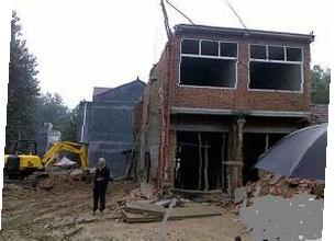 专业;室内装修,旧房改造,拆房。粉墙,砌