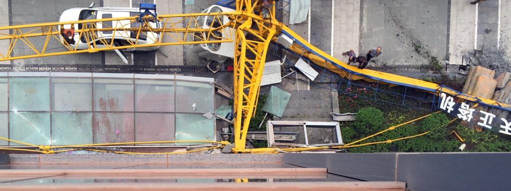 泸州佳乐世纪城一工地塔吊倒塌