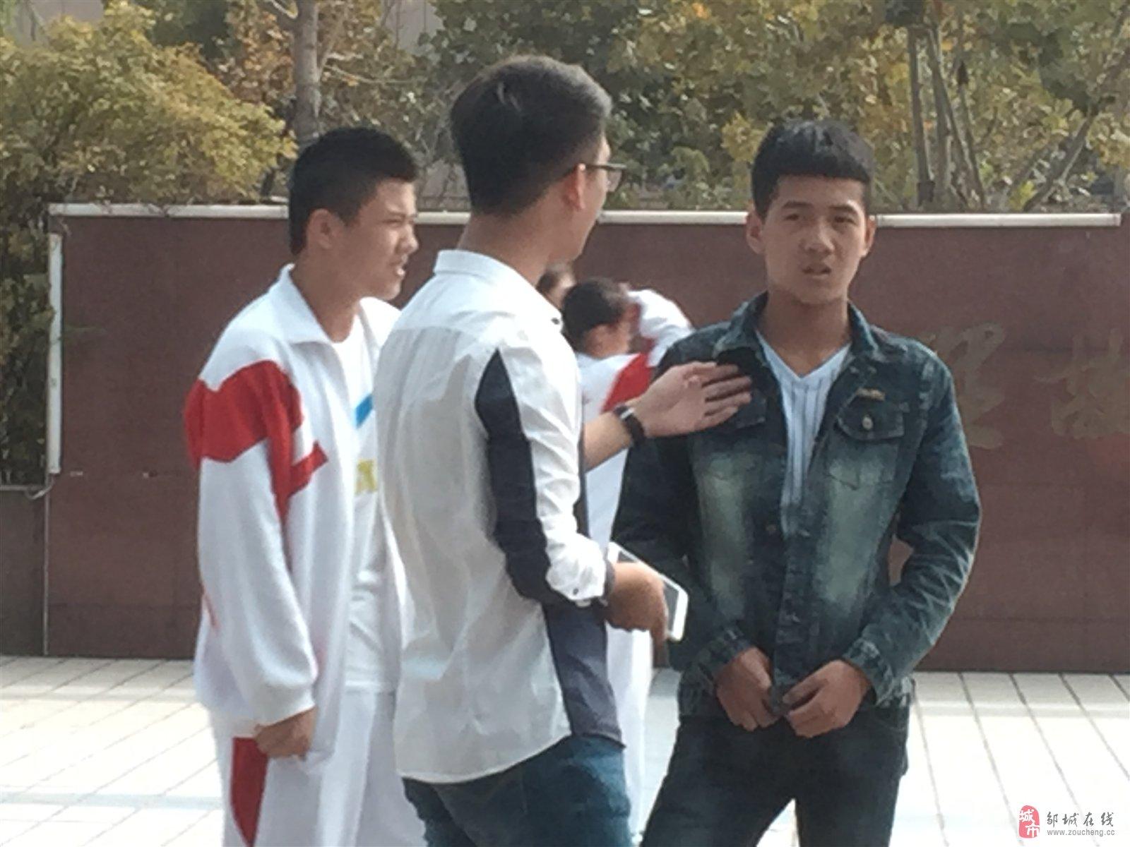 邹城四中门口的社会青年有人管吗?