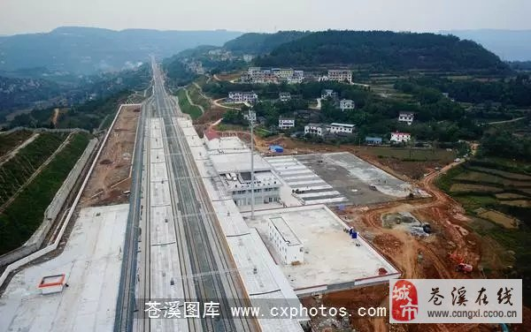 【苍溪】火车站及连接线建设最新航拍图
