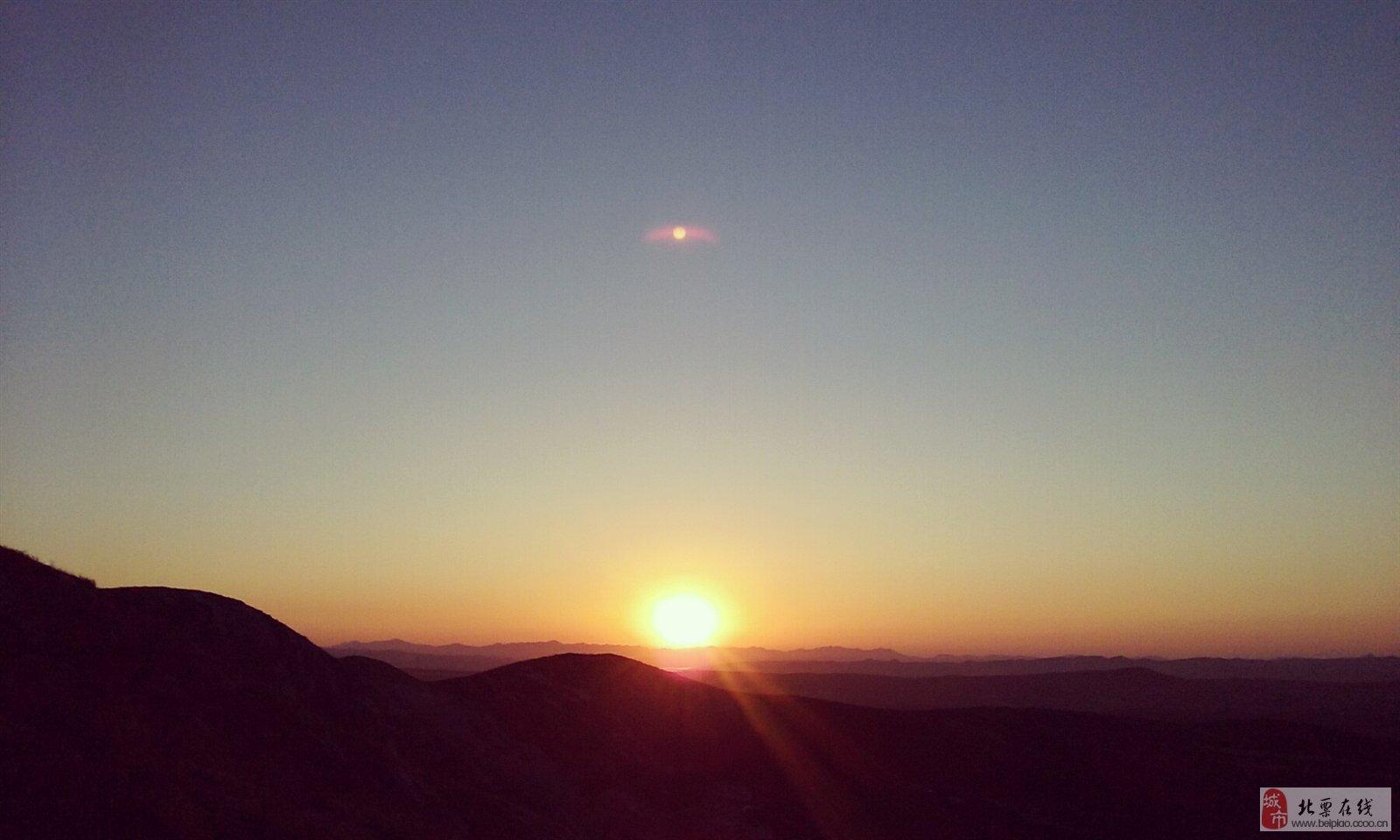 秋日里那缕阳光照耀这苍茫的大地