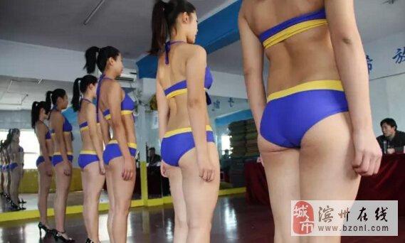 滨州某模特空乘学校艺考测试,美女如云泳装展示.