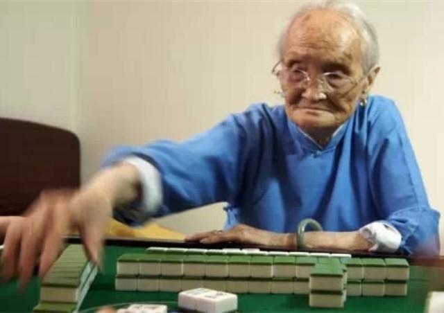 奶奶说:挑女婿,一定要带他回家打一次麻将!