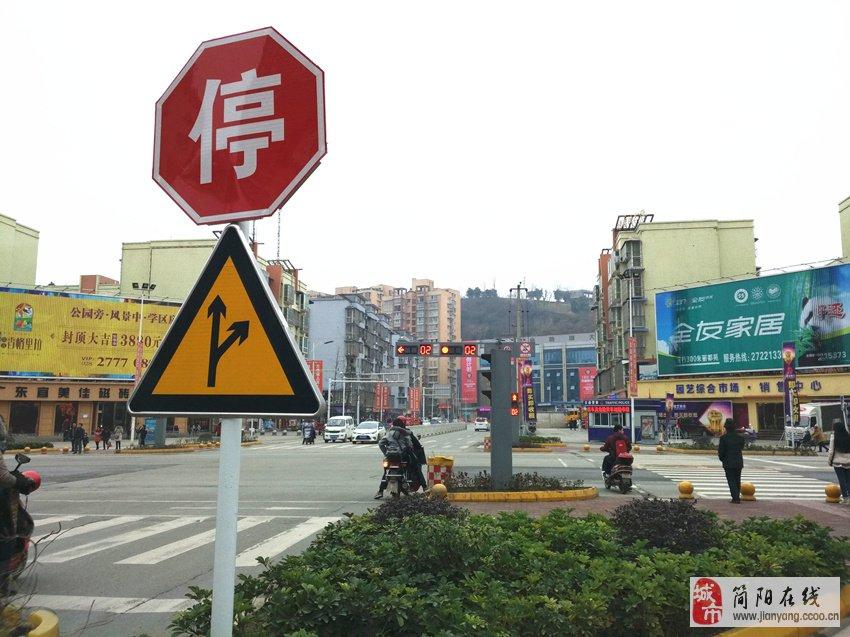 大帝国简阳最奇葩的红绿灯路口