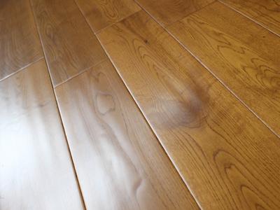 网供橡木实木地板深色款