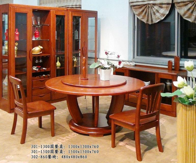 三兄弟实木家具之公司介绍 三兄弟家具实业公司位于中国小兴安岭黑龙江省伊春,1993年创建了公司,是一家专业性公司,主要是以家具设计、生产、销售、服务为一体的。有三条现代化生产线主要是纯实木、实木、办公家具等,公司有90000平方米占地面积 ,68000平方米的建筑面积,员工2346人,近400人的专业技术管理人员,全部引进西德、意大利、日本、台湾等先进设备,是拥有锯材、干燥、细木加工等为一体的专业家具制造企业。 三兄弟实木家具之品牌荣誉 企业曾多次被评为国家及省、市先进单位。分别荣获97年黑龙江省再就