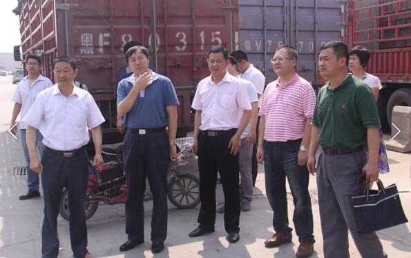 到万邦公司检查消防工作,公司副董事长杨广川和常务副总经理李森参与
