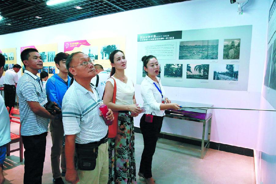 三亚纪念抗日战争胜利70周年暨海南岛解放65周年图片实物展昨日开展