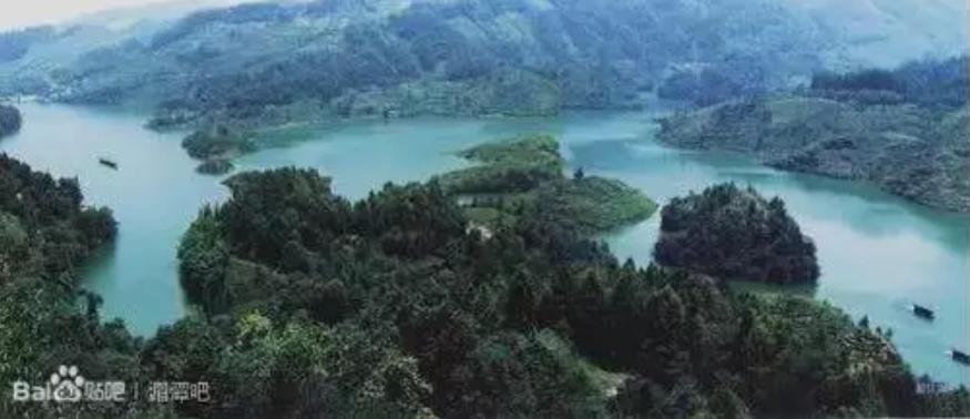 湄江湖风景区位于马山镇清江村,湖区在县城北面40公里处,占地50平方