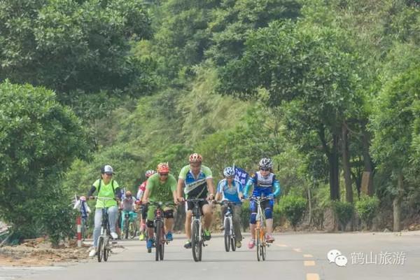 鹤山鹤城镇举办自行车慢骑巡游活动!