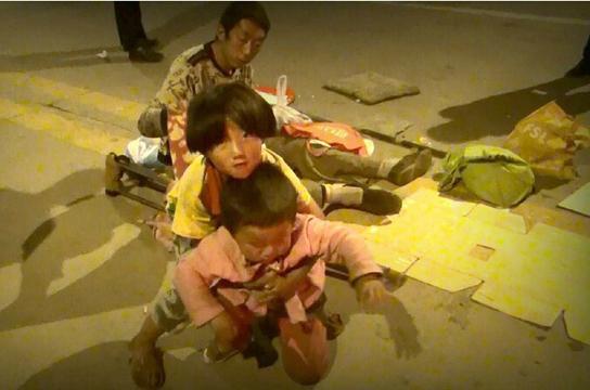 清涧残疾流浪父亲带儿女上街乞讨 只为孩子有书读图片