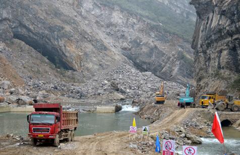 近日,笔者在凤冈县石径乡两河口村肖家弯占口水电站看见,施工现场挖掘