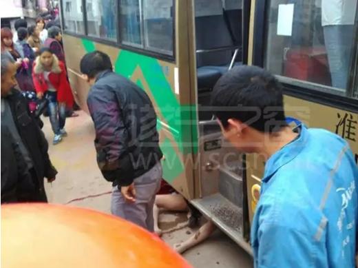 【图】遂宁市磨溪镇一女子推婴儿车被客车碾压身亡