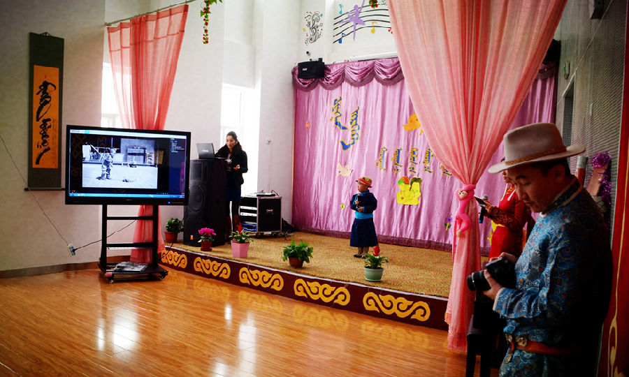 诃额仑幼儿园举行幼儿诗歌朗诵比赛