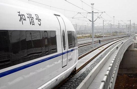 二、管内旅客列车变化 1.增开2对 增开平度~青岛T7565/T7566次、平度~青岛北T7567/T7568次特快旅客列车2对,经由胶济、海青线运行。因车底检修需要,青岛-平度T7566次、平度-青岛北T7567次每周三停运。T7565次由平度、T7566次由青岛、T7567次由平度、T7568次由青岛北均自1月10日起开行。 2.
