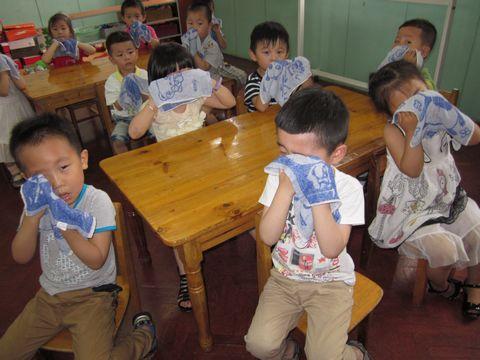 幼儿洗脸教学步骤图片