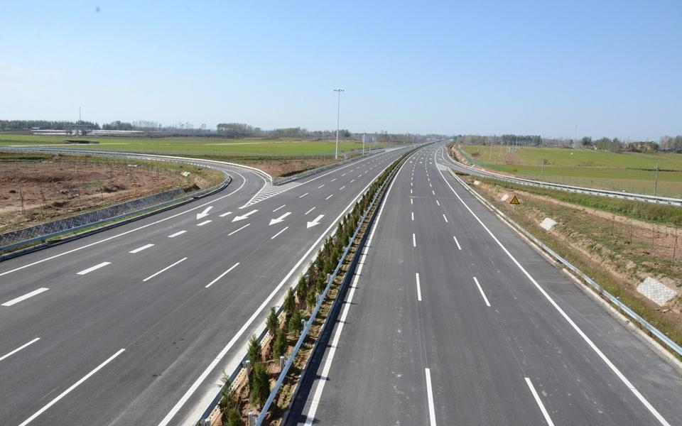 河南三条主干线高速公路改扩建 实现八车道通行