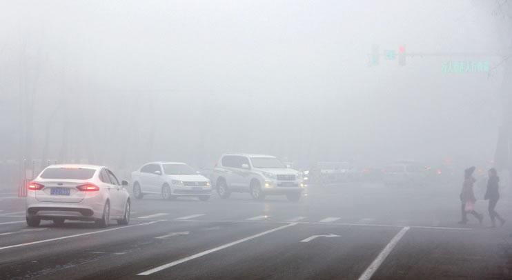 上午一团雾霾下午天空湛蓝
