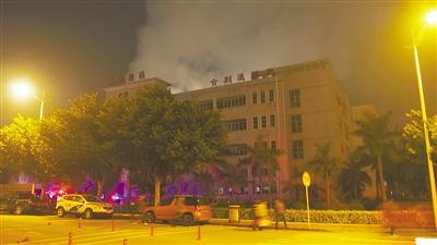 疑似空压机爆炸引燃化工品 珠海南屏一工厂昨起火,三人受伤