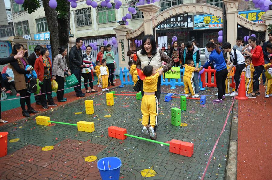 幼儿园小班亲子游戏夹气球活动目标怎么写
