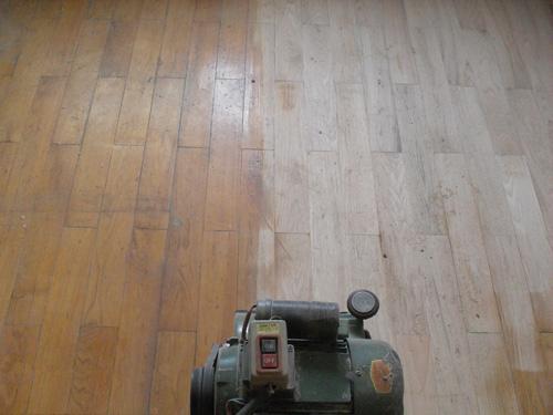 实木地板如何翻新?岳阳装修公司有哪些技巧可以传授
