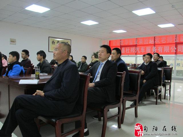 年轻的旬阳汽车大亨旬阳杜邦汽车服务有限公司董事长华平和汽车服务高清图片