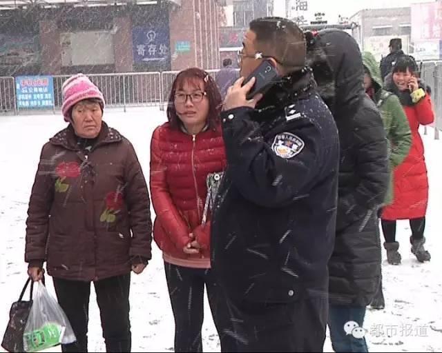 三岁女孩被遗弃开封火车站