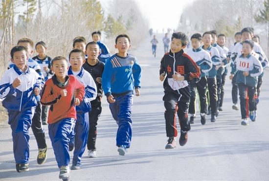 山西太原冬季长跑成学生寒假作业 六成网友表