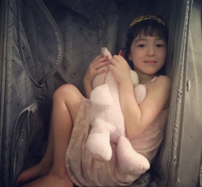 每个小孩子都很可爱,她就是自然成长