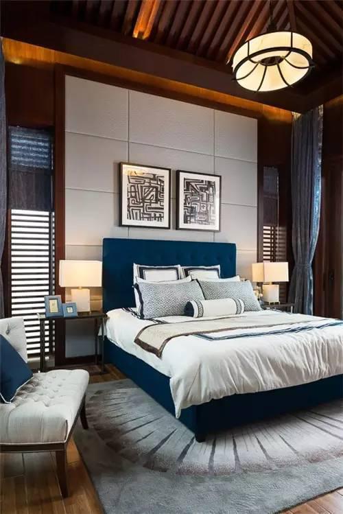 床头背景墙更凸显了整个卧室的韵味