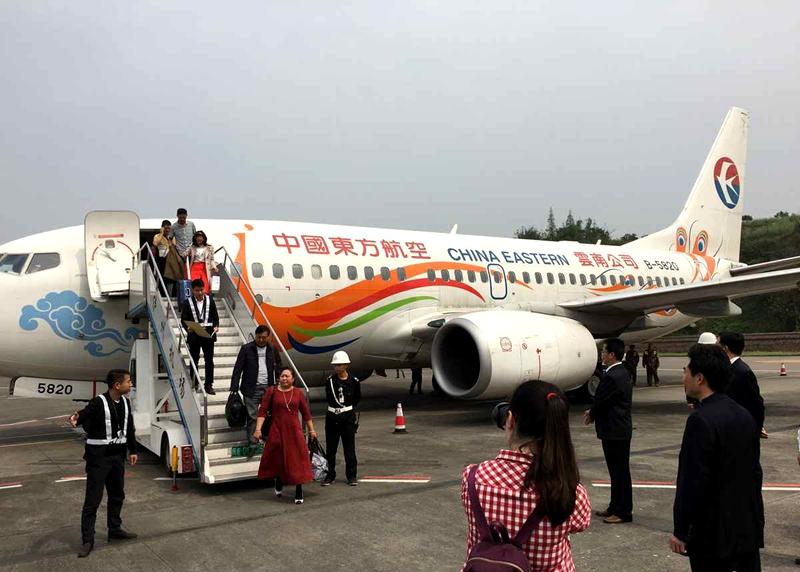 该航线采用昆明至泸州至武汉的航线运行结构