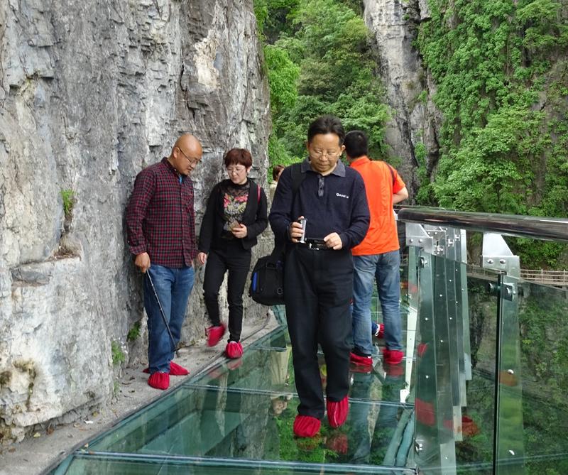 [网摘] 家乡风貌--方山绝壁玻璃栈道步步惊心 - 十月大哥 - 十月大哥的博客