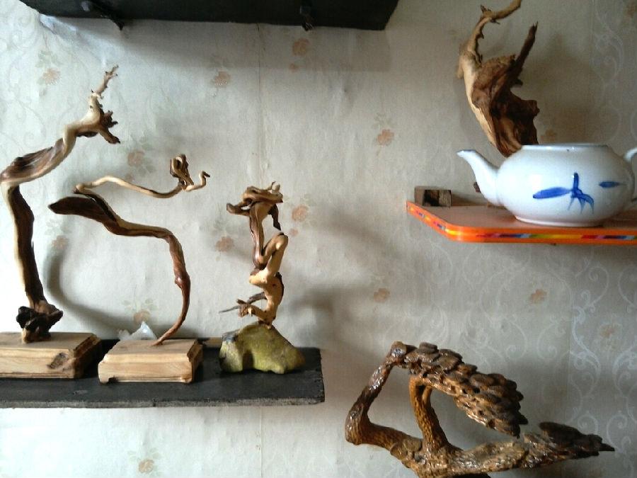 但建立起简单的根雕艺术品制作工棚