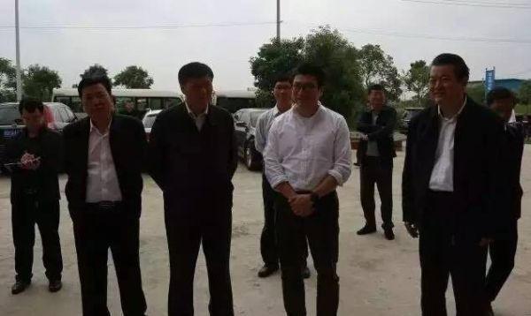 顺丰总裁考察湖北鄂州