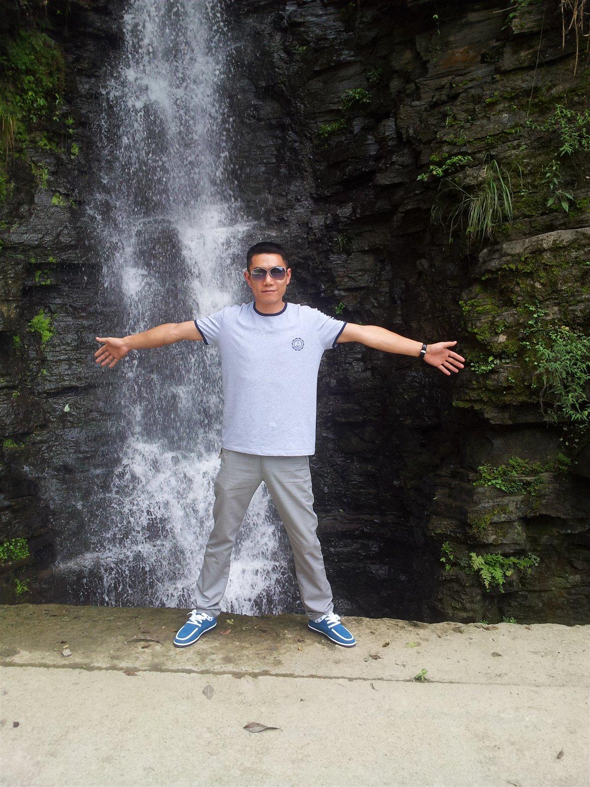 壁纸 风景 旅游 瀑布 山水 桌面 1200_1600 竖版 竖屏 手机