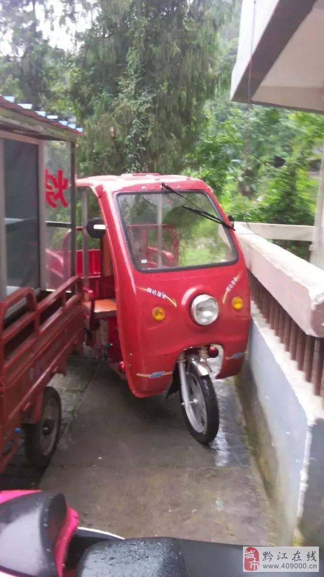 出售两个月的电动三轮车很新35安大电池遮雨棚