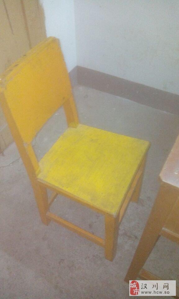 出售实木课桌椅五张