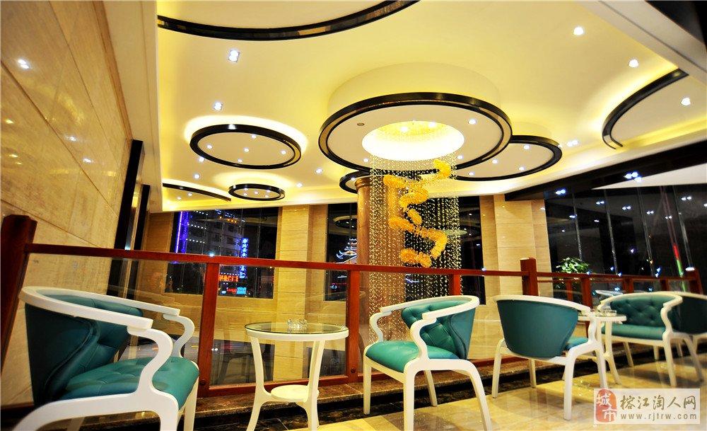 四星级标准建造的集商务,会议,旅游,休闲,餐饮住宿为一体的中端酒店.