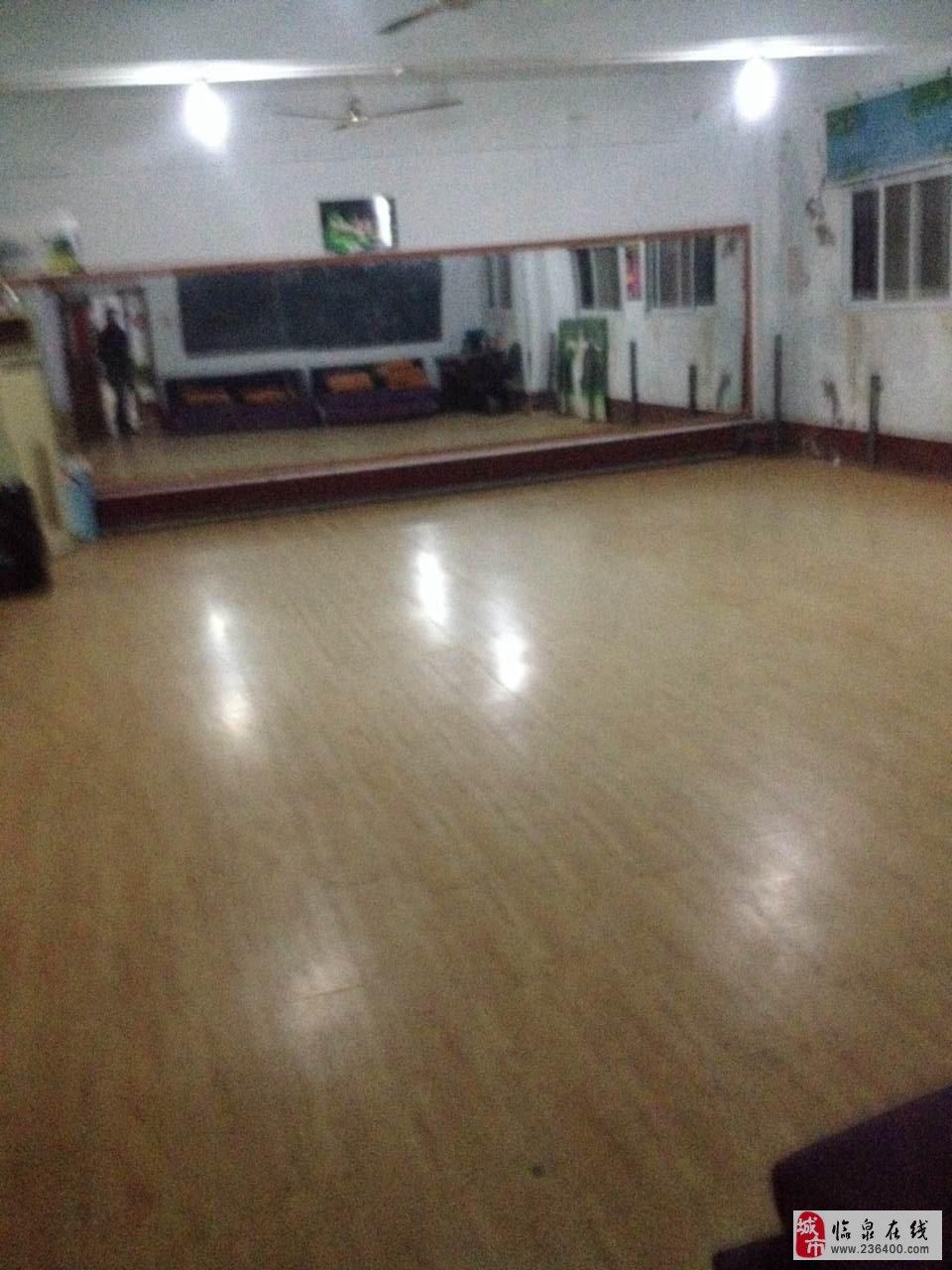 已铺好木地板.可作舞蹈室教室,会议室,培训基地,跆拳道馆等!
