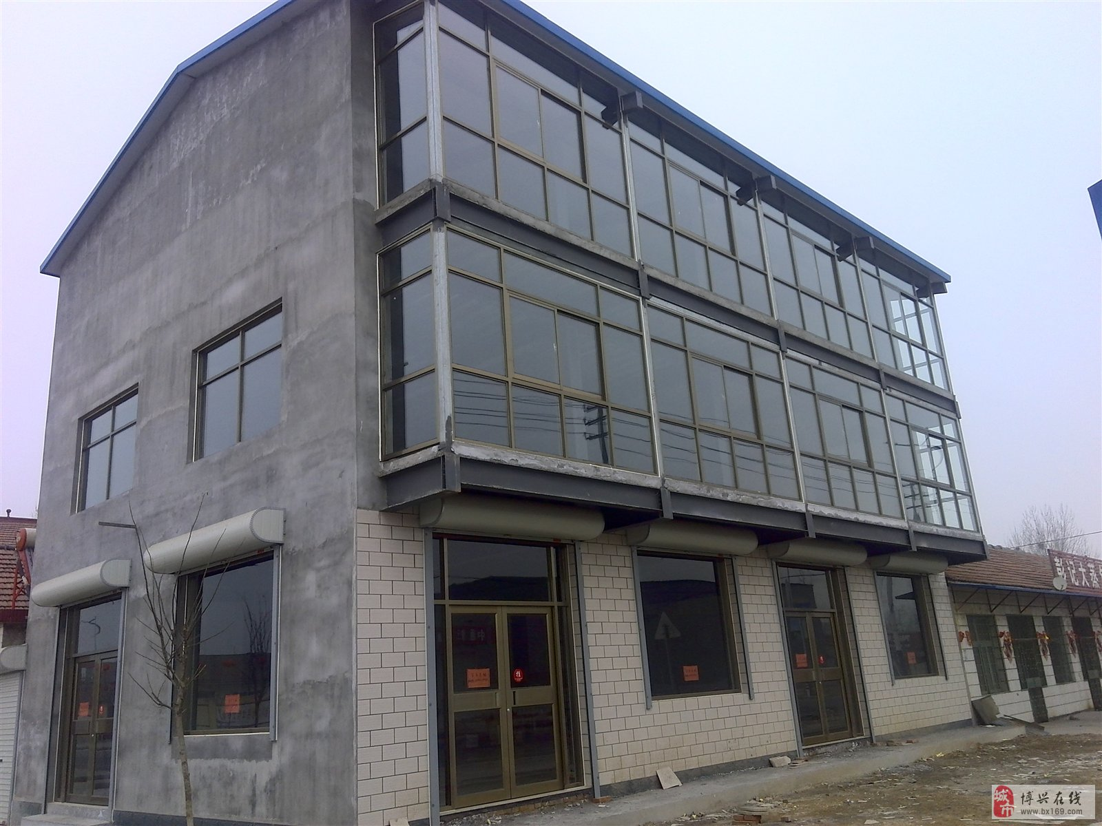 三层沿街商铺,南临湖滨镇寨卞村二级路景观街
