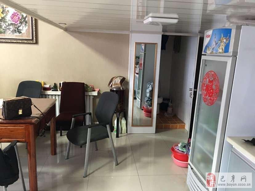 车库已经装修可住人,内设卫生间,厨房,地吸灶具,吊铺,有诚意者面议.