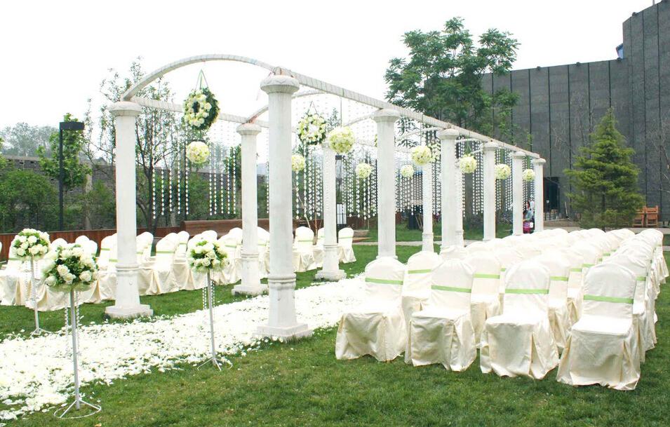 浪漫的草坪婚礼
