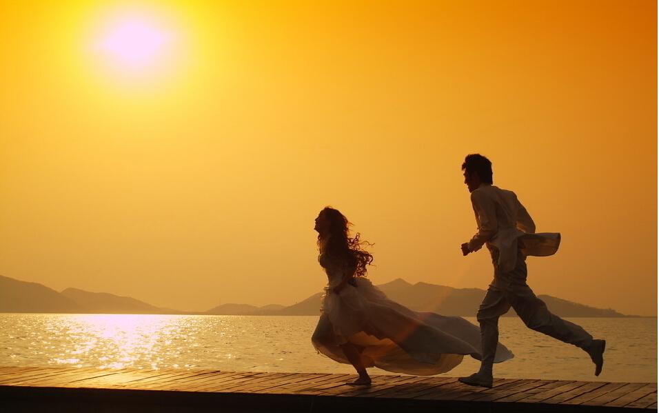 夕阳下的奔跑