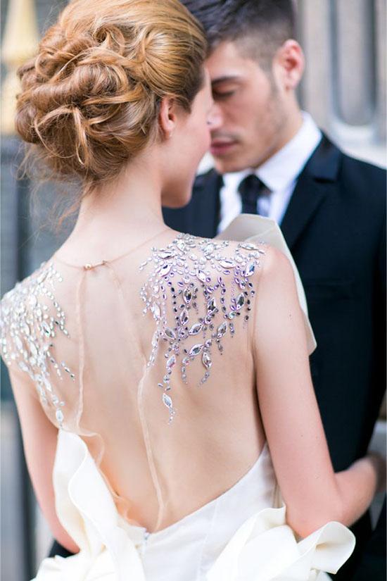 """婚纱礼服的后背 暗藏着你不知道的""""小心机"""""""