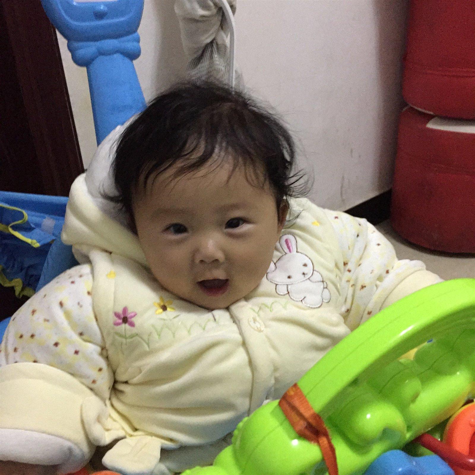 杨子萱 宝宝年龄:6个月 宝宝小名:唐宝 性别:女 宝宝介绍:可爱,爱笑